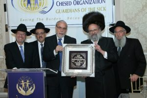 R' Dov Fried presenting the Honorable Assemblyman Dov Hikind with the Legislative Leadership Award